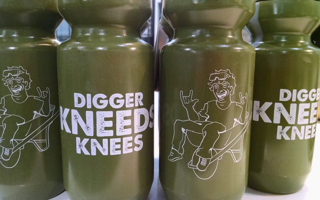 """Digger Kneeds Knees"" Water Bottles"